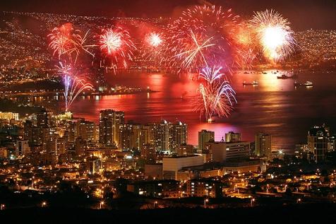 fireworks_in_valparaiso_chile_by_alinneko-d5q1scb